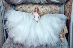 35 vestidos de novia con escote ilusión ¡para enamorarse!
