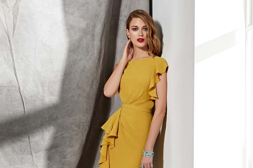 9b8370ab5 30 vestidos de fiesta color mostaza: ¡Marca la diferencia!