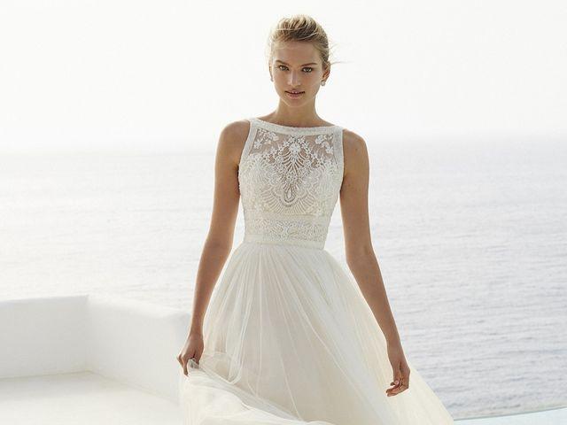09b99d6e0 50 vestidos de novia con escote ilusión  ¡Para enamorarse!