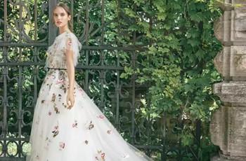 Vestidos de novia con estampados: el cambio que tu look nupcial necesitaba