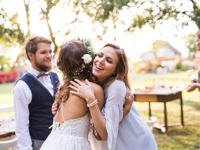 ¿Pueden invitar a una persona a su matrimonio sin su pareja?