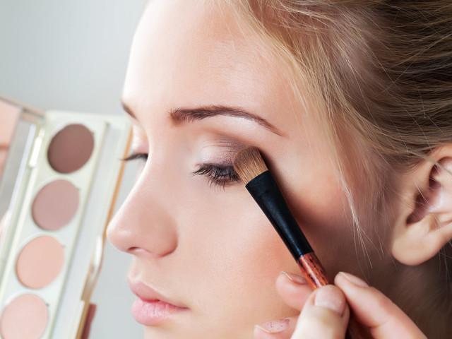 Maquillaje para novias con ojos hundidos