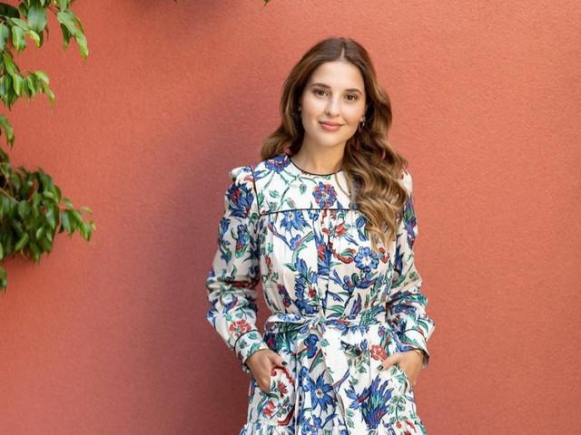 Copy look de Belén Soto: la naturalidad como el mejor accesorio de invitada