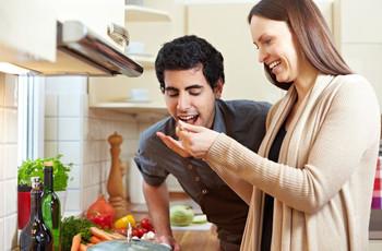 6 consejos para disfrutar la cocina en pareja
