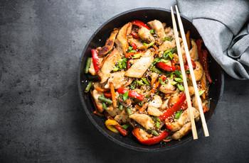 ¿Qué es el wok y cómo incluirlo en el menú de matrimonio?