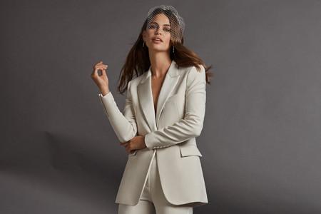 Cómo encontrar esmoquin y trajes para novias