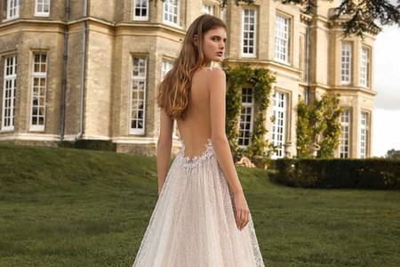 25 vestidos de novia con espaldas superbajas. ¡La tendencia que se lleva todas las miradas!
