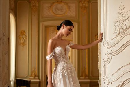Vestidos de novia 2021 de Daria Karlozi y la riqueza de los detalles