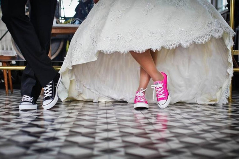 novios con zapatillas