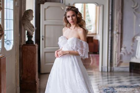 Cómo lucir un vestido de novia sin hombros de manera impecable