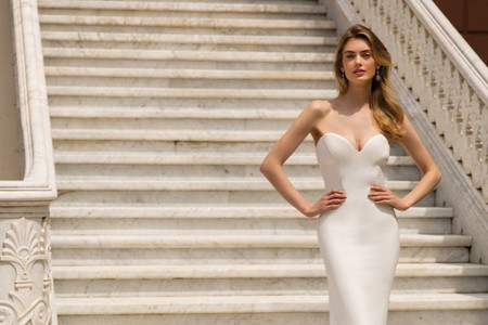 Vestidos de novia 2022 de Enzoani: delicados diseños que resaltan las siluetas