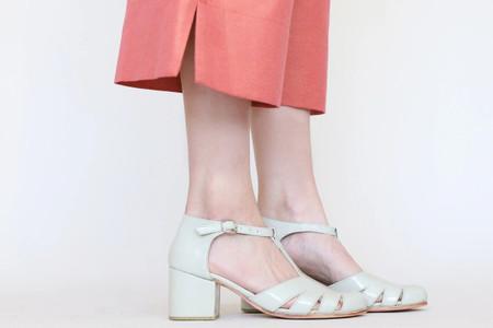 6 zapatos de fiesta para invitadas en invierno: ¿Team botas, tacos o mocasines?
