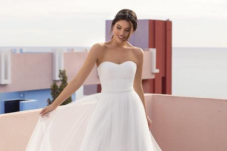 Descubre los vestidos de novia White One 2021