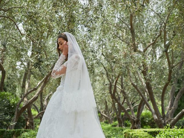 Vestidos de novia Monique Lhuillier 2021: diseños románticos y llenos de detalles