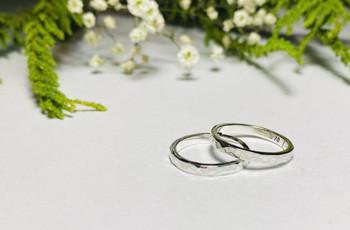 Argollas de plata para sellar el matrimonio: la elegancia de lo clásico