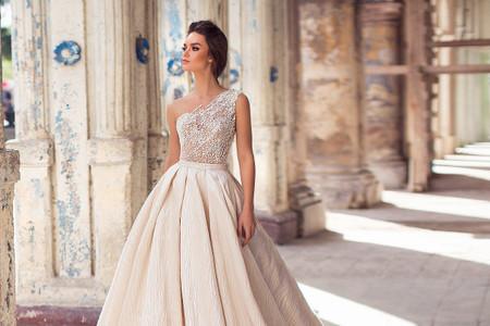 Vestidos de novia asimétricos para marcar la diferencia