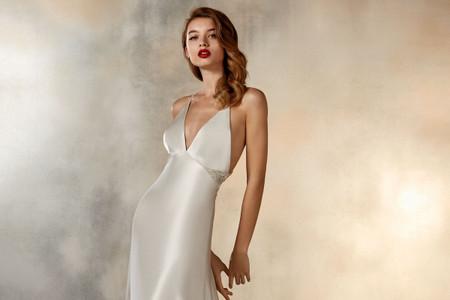 Vestidos de novia lenceros: cuando los '90 vuelven con fuerza