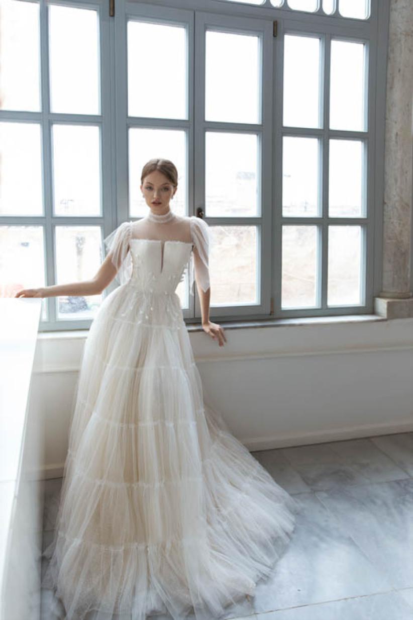 vestido de novia Daria Karlozi escote cuadrado
