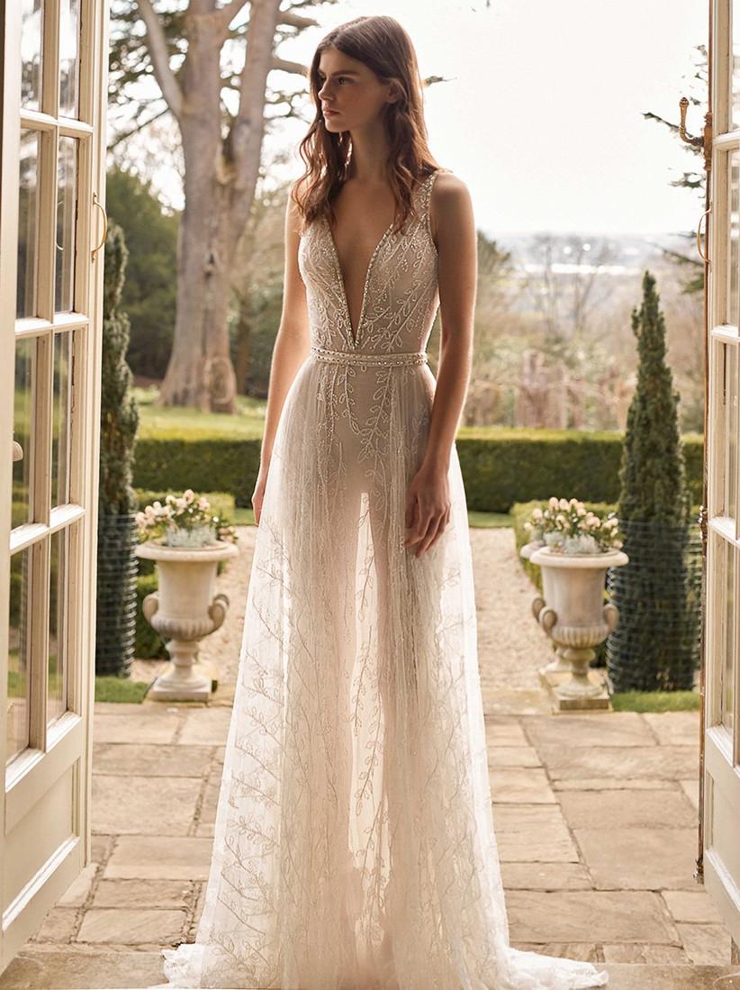vestido de novia con escote V y transparencias Galia Lahav