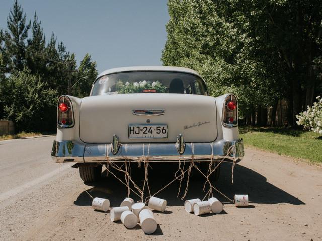 ¿Auto moderno o clásico para su matrimonio?