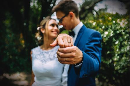 Anillos de matrimonio iguales o diferentes: un mundo de opciones para elegir