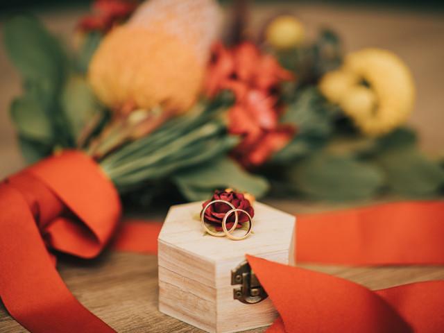 Porta alianzas: 6 formas de llevar sus anillos de matrimonio al altar