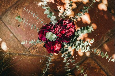 Que el rojo sea el protagonista de tu ramo de novia