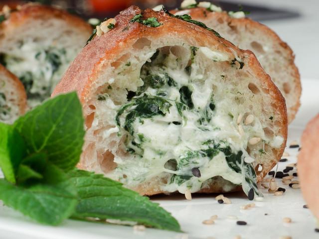 Cómo saber cuánto pan necesitarán en su banquete