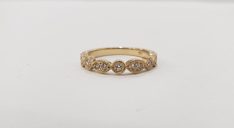 anillo de compromiso cintillo