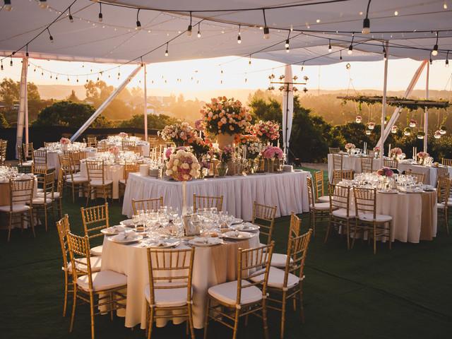 Cómo decorar las mesas redondas de su matrimonio