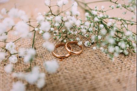 Cambio de fecha: cómo modificar el grabado de los anillos de matrimonio