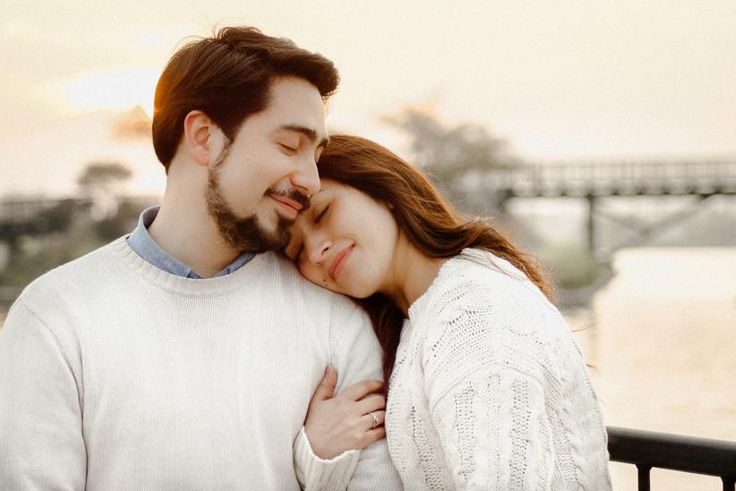 pareja amor abrazo