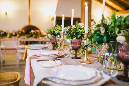 Cómo montar una mesa formal para su matrimonio: cuando el protocolo deja mesas perfectas