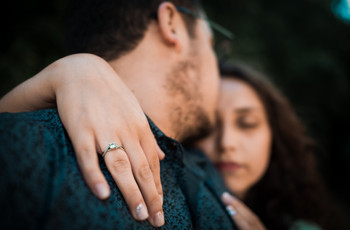 Las mejores fotos del anillo de compromiso: ¡6 ideas para inspirarse!