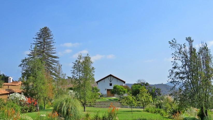 Viña Los Perales - vistas al jardin y edificio principal