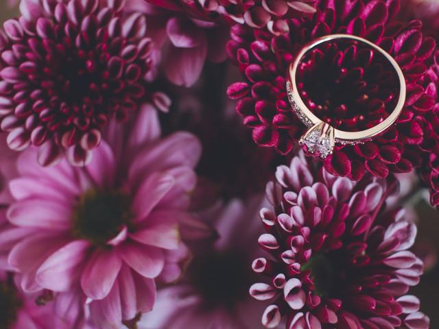 ¡Tendencia 2021 en joyería! Los anillos de compromiso rosa se convierten en los grandes protagonistas