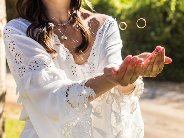 Bordado inglés en vestidos de novia: diseños que vuelven con fuerza