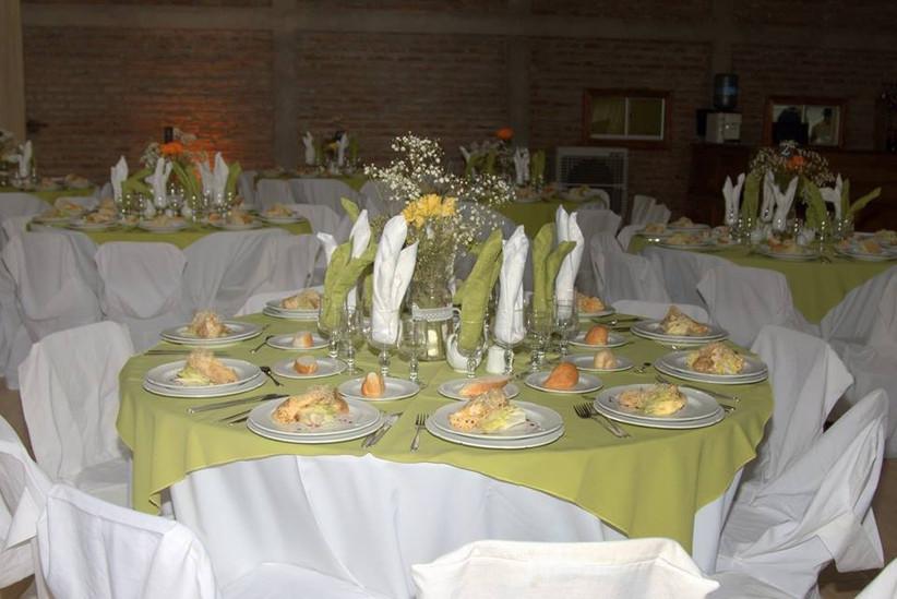 Lagarto Rock - Presentación platos sobre mesa