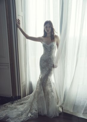 Larissa, Monique Lhuillier