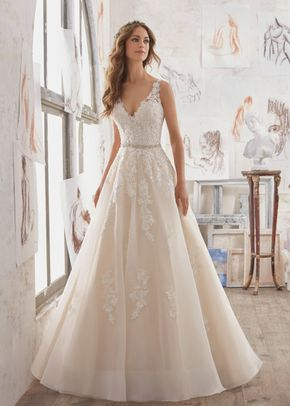 Martina, Mori Lee