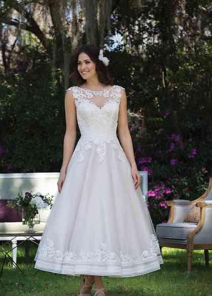 3935, Sincerity Bridal