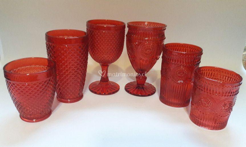 Vasos y copas rojas