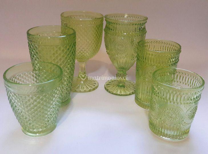 Vasos y copas verdes