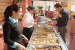 Mozos en el banquete de Centro Tur�stico El Ed�n