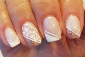 Nails & Roses