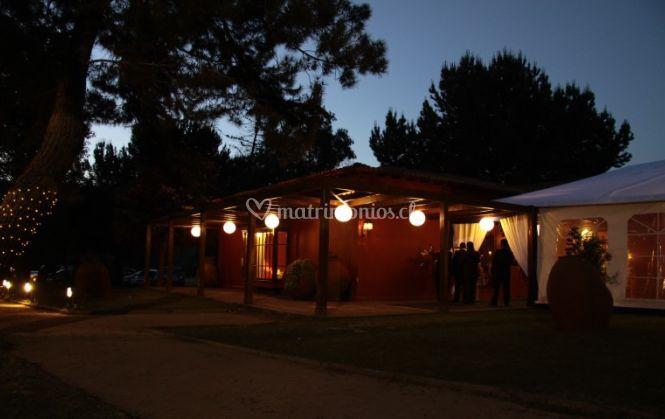 Centro de eventos iluminado