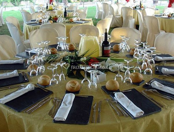 La mesa con los cubiertos puestos