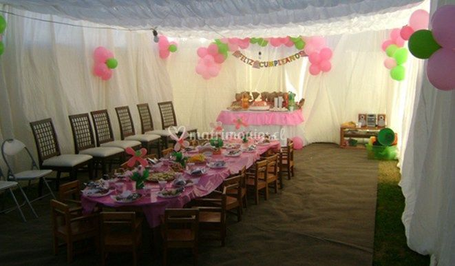 Carpa decorada con globos