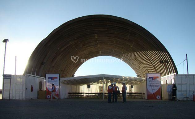 Carpa debajo de un tunnel