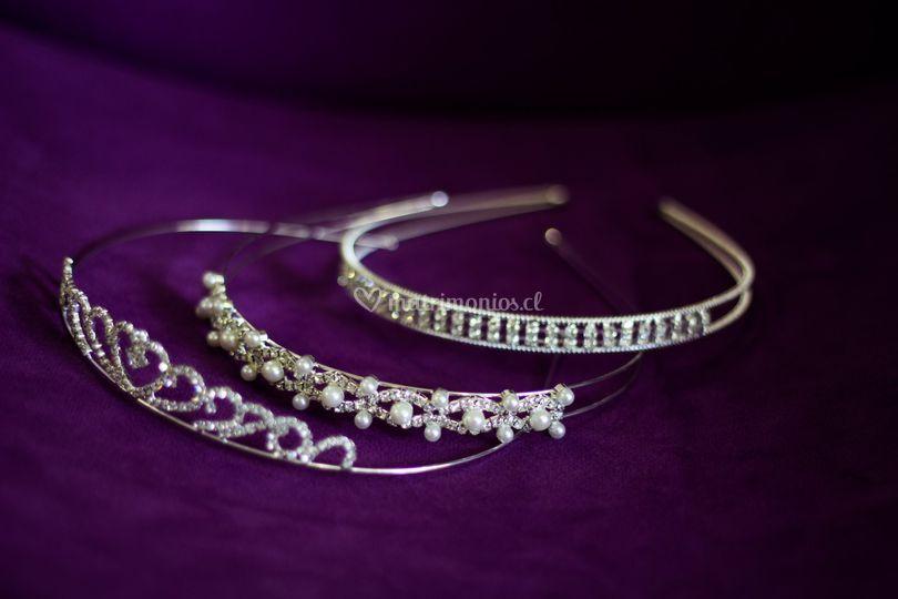 Coronas y accesorios